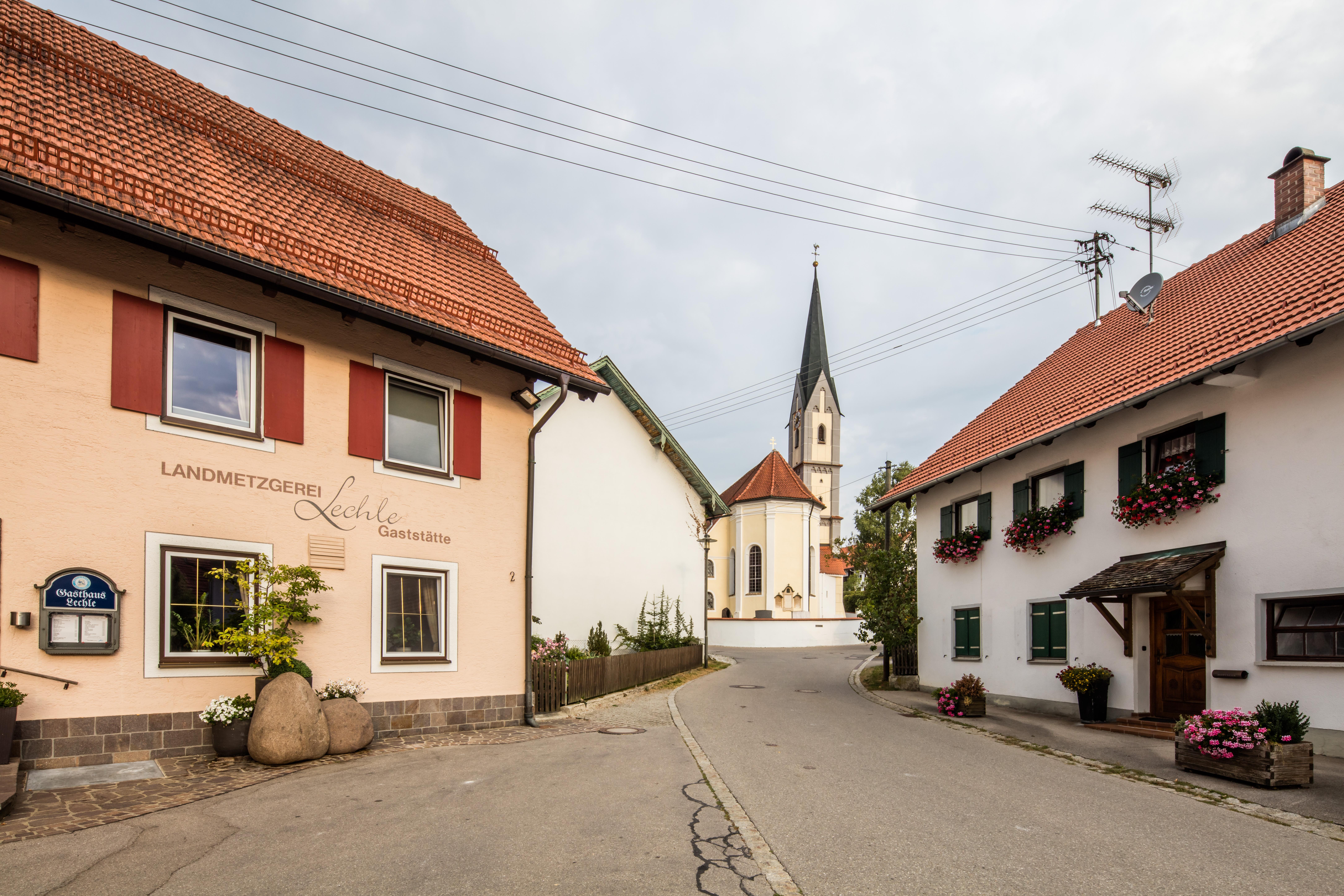Reisch Kirche und Wirtshaus