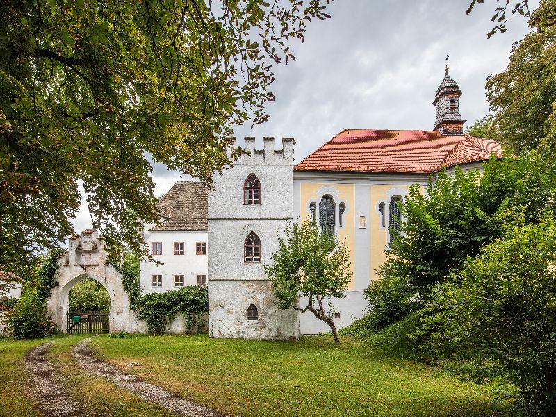 Schloß und Schloßkirche Pöring